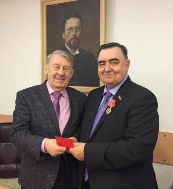 nagrazhdenie 100 let Komsomol Tarasov B V